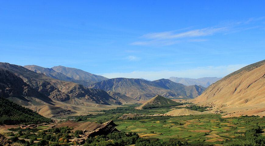Ait Bouguemez  – Blick auf Hügel mit Speicherburg Sidi Moussa bei Timid