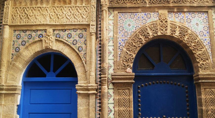 schöne Hausportale in der Medina von Essaouira