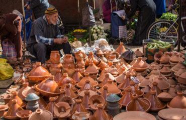 Tajine-Toepfe auf dem Souk in Marrakech
